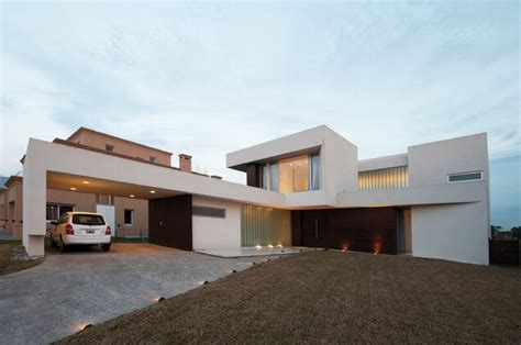 l house spectacular modern residence incorporating amazing pool