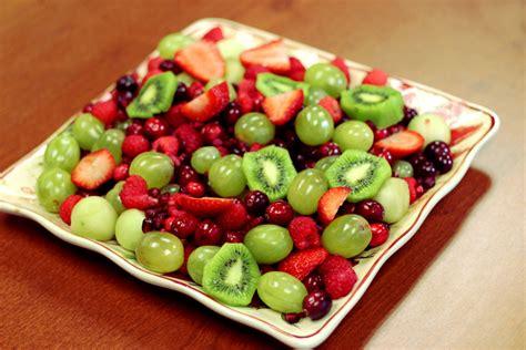 how to make christmas fruits how to make a festive fruit salad berry chatty
