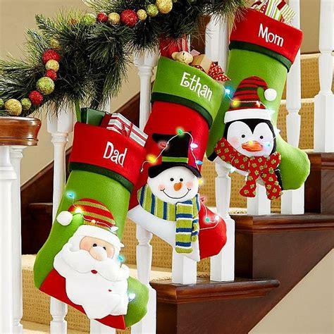 23 gorgeous christmas staircase decorating ideas 23 gorgeous christmas staircase decorating ideas