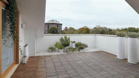 impermeabilizzare un terrazzo pavimentato come smaltire l acqua piovana da un terrazzino deabyday tv