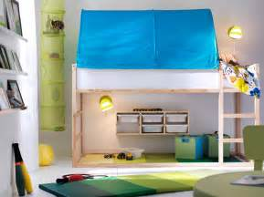 Small kids bedroom with plenty of space for both sleep and play