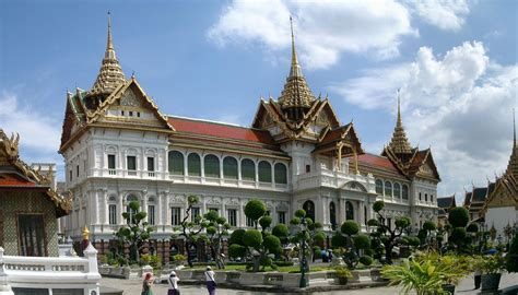 thai palace sle itinerary for a 10 day family tour in thailand
