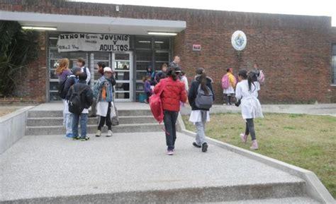 imagenes niños yendo ala escuela la escuela p 250 blica tiene 53 000 ni 241 os menos que hace 10