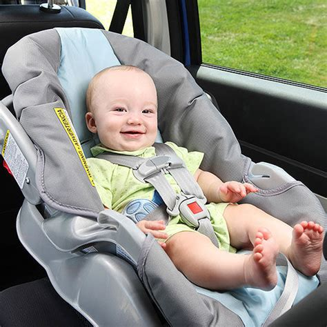 babies in car seats how to buckle baby into a car seat
