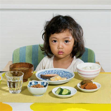 happy new year artwork to do with baby footprint 世界中の子どもたちは朝ごはんにどんなものを食べているのか gigazine