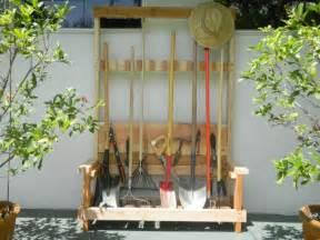 rangement outils jardin palette