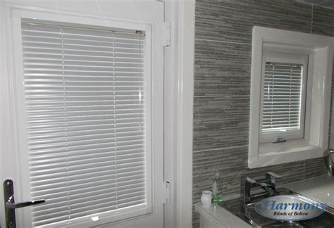 Kitchen Door Blinds by Fit Venetian Blinds In A Kitchen Door And Window