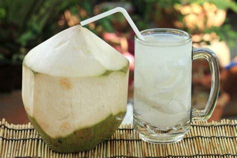 Wanita Menyusui Minum Es Kelapa Muda 5 Minuman Segar Pilihan Buka Puasa Berita Liputan