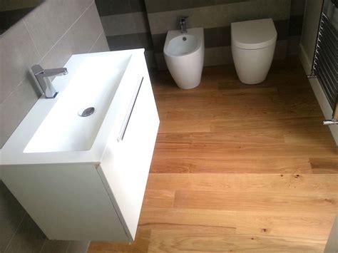pavimento laminato in bagno parquet in bagno efremlepaquet pavimenti bagno