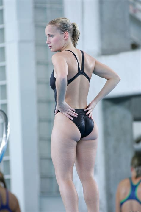 candid female swimmer female candid cameltoe