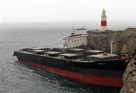 boat crash europe plik mv fedra wreck at europa point gibraltar jpg