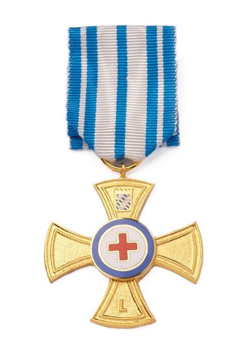 rotes kreuz haushaltsauflösung ehrenzeichen f 252 r verdienste um das bayerische rote kreuz