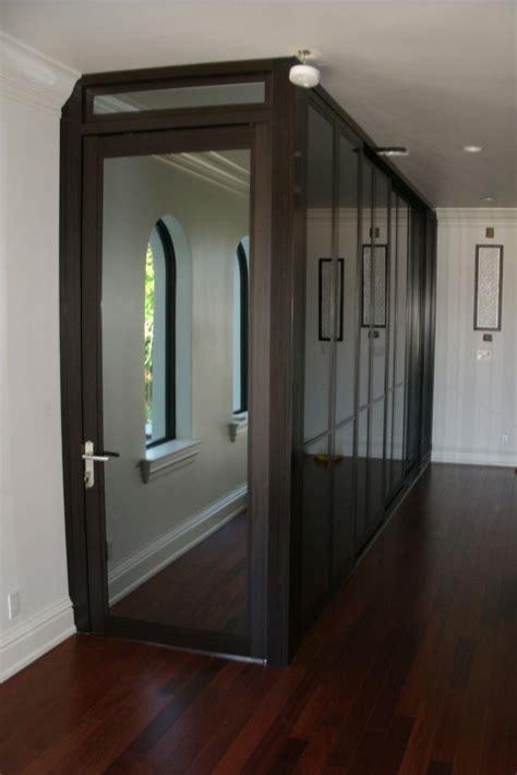 create   walk  closet  mirrored fixed panels