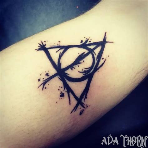 simple harry potter tattoos best 25 deathly hallows ideas on