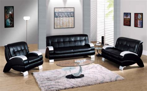 Black Living Room Tables Black Leather Sofa Grey Soft Carpet Wooden Laminate Flooring White Wall Paint Deoration Floor