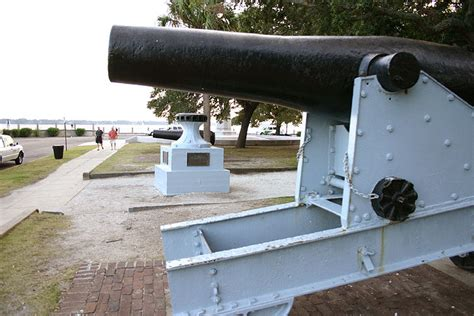 Garden And Gun The Battery Charleston Siege Guns Located In White Point Gardens At