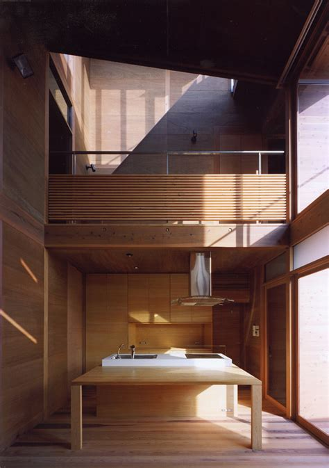 Japanese Wooden Houses: courtyard, multi level decks and a loft