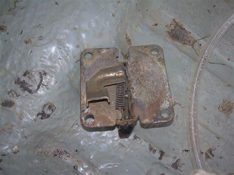 Замок багажника волга 31105 фото