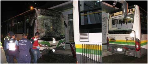 buses alimentadores metro medellin choques de buses de metropl 250 s dejan 15 personas heridas