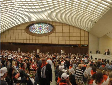 sala nervi ingresso giubileo della misericordia della gente dello spettacolo