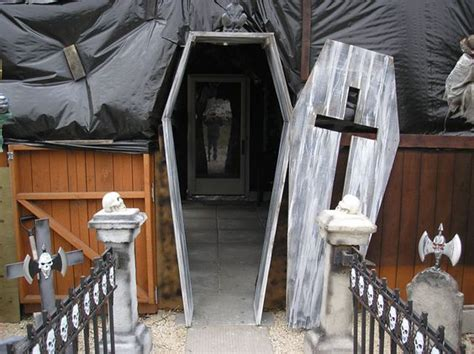 33 insanely smart eerie haunted house ideas for