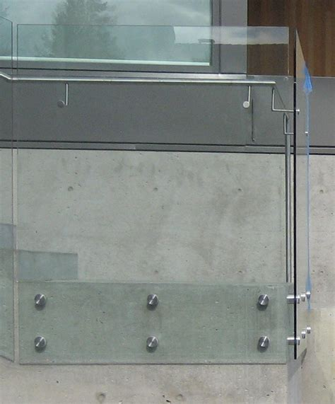 detail thompson glass guard home building  vancouver