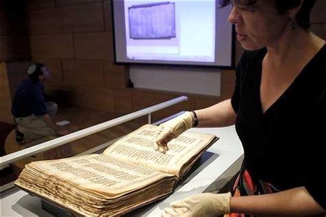 manuscritos de la biblia originarios de la comunidad juda de siria muestran raros manuscritos de la biblia en jerusal 233 n