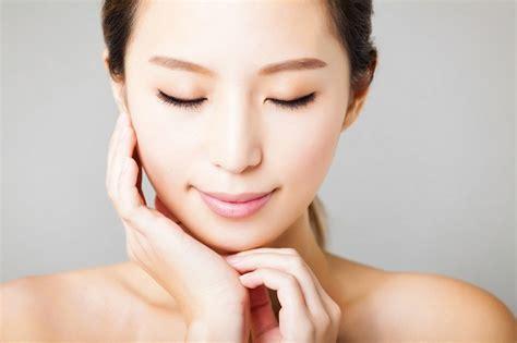 Alkohol Pembersih Wajah tips merawat kecantikan wanita sebelum tidur alodokter