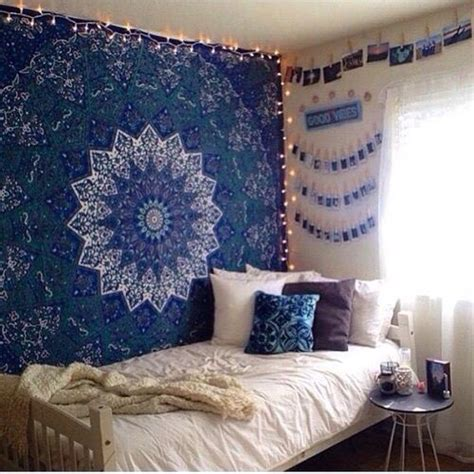 room with tapestry 25 best ideas about tapestry bedroom on tapestry bedroom boho dorms decor and