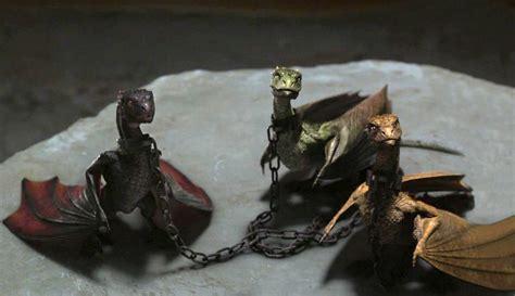los dragones curioseando los dragones de juego de tronos