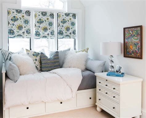 Decorate A Small Bedroom With Two Windows by 46 Amazing Tiny Bedrooms You Ll Of Sleeping In