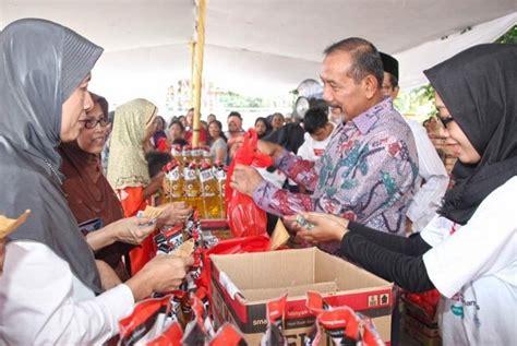 Minyak Goreng Saat Ini bazar rakyat muhammadiyah salurkan 3 000 liter minyak goreng republika