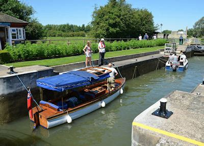 river thames boat licence fees river thames boat owners fined 163 2 167 for not having valid