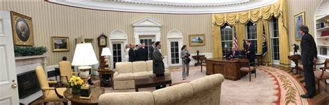 from fdr to trump how the oval office decor has changed file trump oval office panorama jpg wikimedia commons