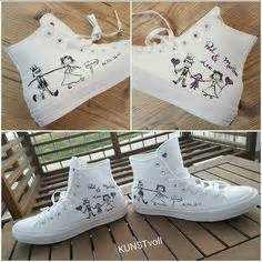 hochzeit chucks rock these quot just married quot sneaks at your reception