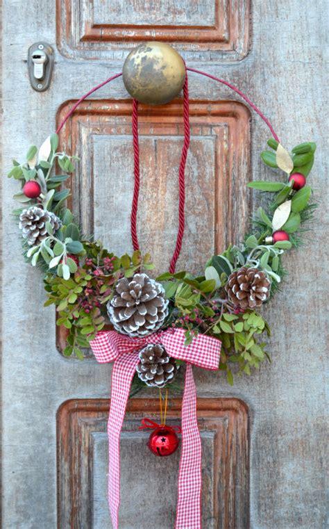 come appendere una ghirlanda alla porta come fare una ghirlanda natalizia fai da te con elementi