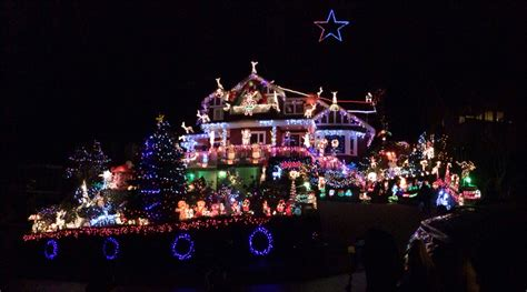 Xmas Decorated Homes by North Vancouver Home Decorated With 100 000 Christmas