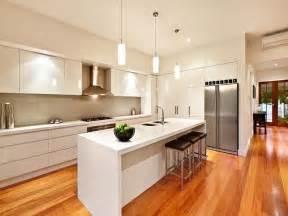 Modern island kitchen design using hardwood kitchen photo 261045