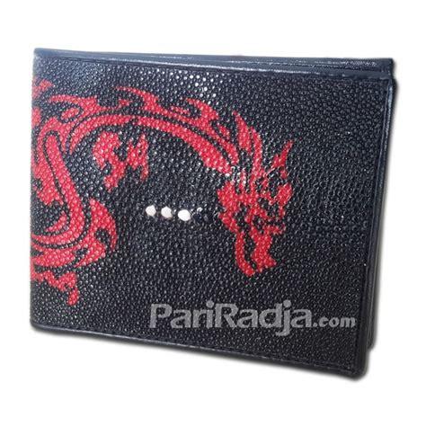 Dompet Pria Kulit Ikan Pari Asli Hitam dompet pria kulit ikan pari hitam gambar naga merah kerajinan kulit ikan pari
