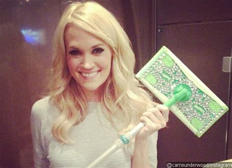 Carrie Underwood Isnt Into Cowboys by Carrie Underwood S Scar Isn T Fading At All And She