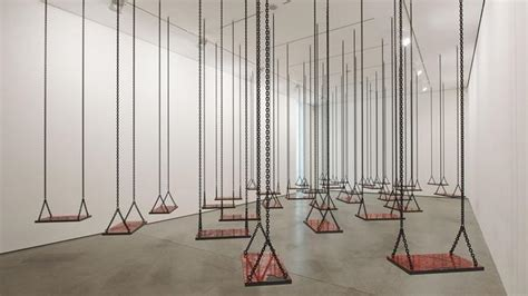 imagenes de instalaciones artisticas mona hatoum despliega su jard 237 n de instalaciones en la