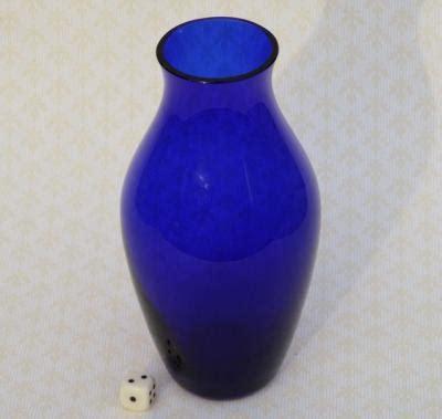 blaue glasvase tief blau glas vase blaue glasvase dunkelblau deco