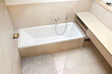 dachschräge badewanne kleines bad mit dachschr 228 ge planungswelten