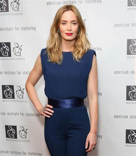 emily blunt trailer emily blunt in first trailer for sicario lainey gossip