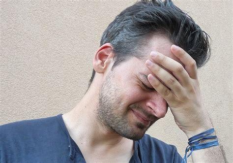 senso di vomito e mal di testa dolori alle tempie cervicali e mal di testa completamente