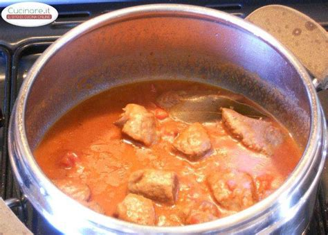 cucinare spezzatino di manzo spezzatino di manzo alle acciughe e pigato cucinare it