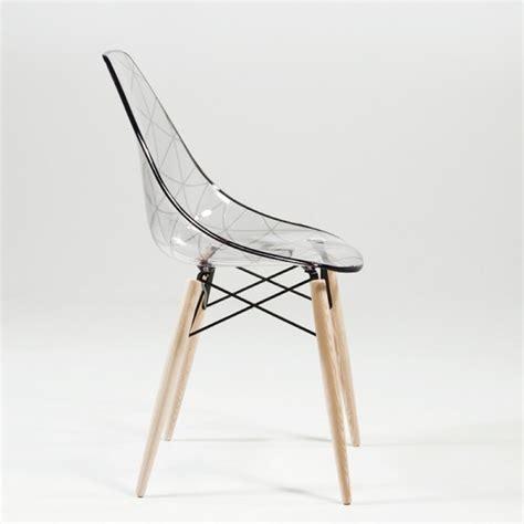 chaise plexi transparente chaise transparente et bois le monde de l 233 a