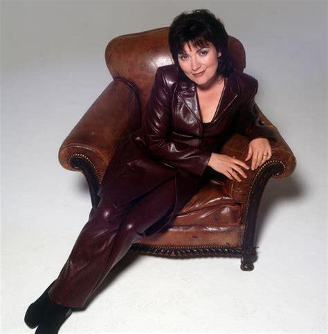 Circa Sofa Lorraine Kelly S Fashion Faux Pas Bt