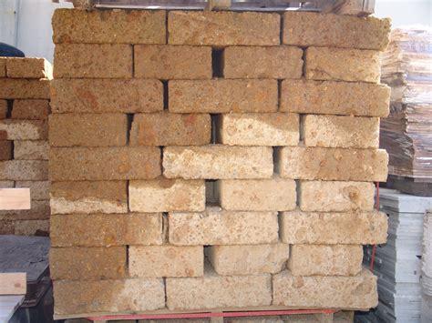 mattoni in tufo per giardino prezzi foto di mattoni in tufo a prezzi molto bassi