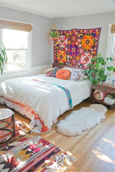 chambre boheme tapis boheme suspension plante verte tapis moelleux murs